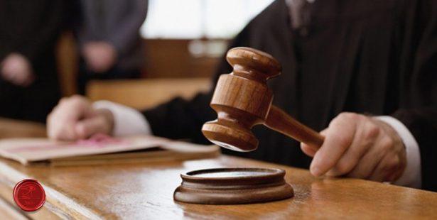 bíróság,